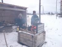 Roland en Frans aan het grillen
